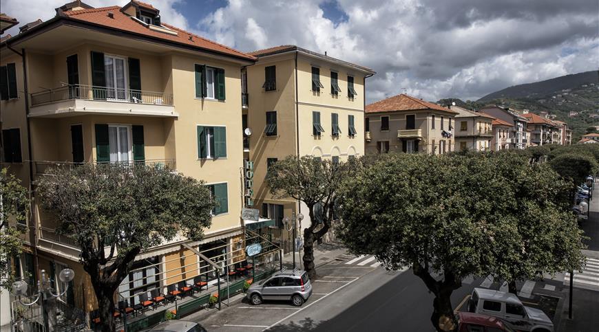 Hotel Bristol *** - Lavagna (GE) - Ligurien