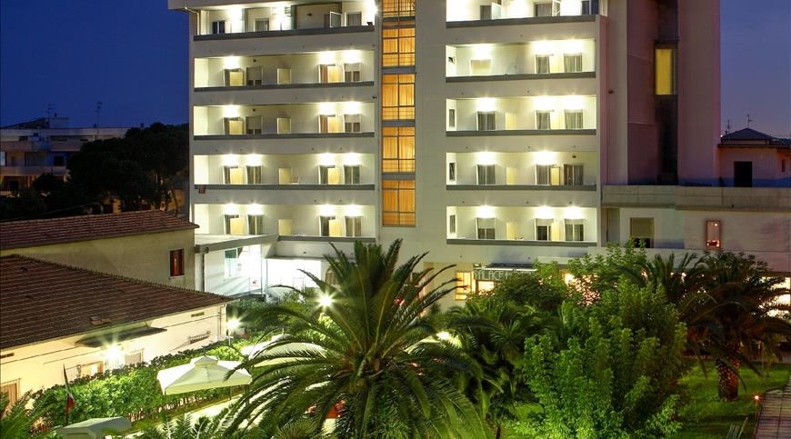 Hotel Palace *** - Tortoreto (TE) - Abruzzen