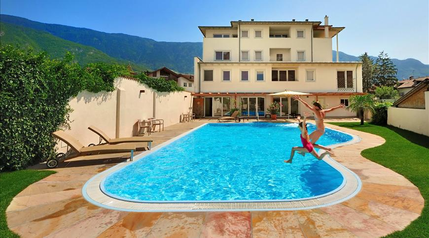 Hotel Teutschhaus ***S - Cortina sulla strada del vino (BZ) - Trentino Alto Adige