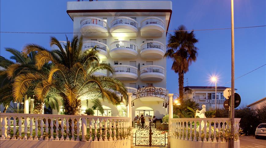 Hotel Eva *** - Alba Adriatica (TE) - Abruzzo
