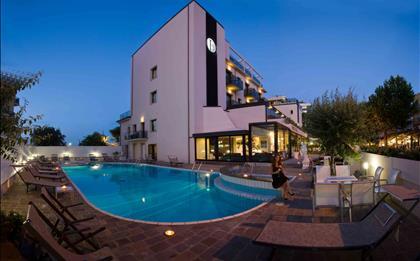 Hotel Ferretti Beach ****