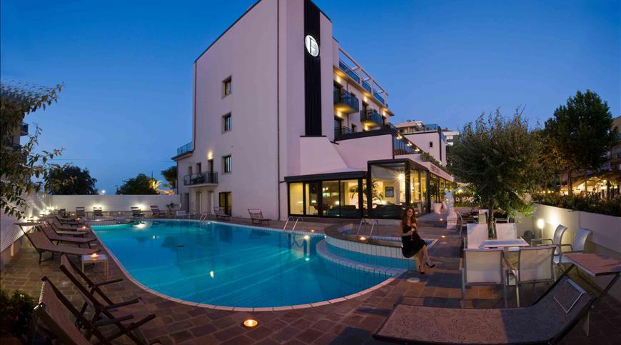 Hotel Ferretti Beach **** - Rimini  (RN) - Emilia Romagna