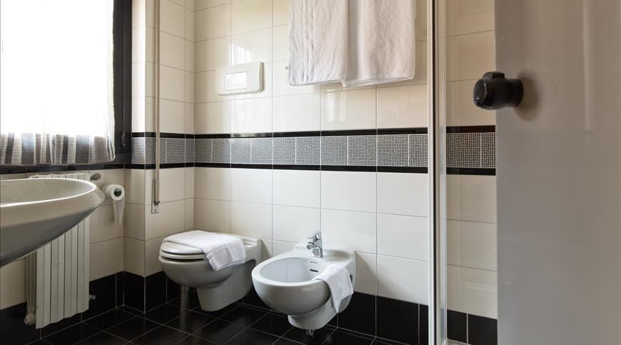 Hotel il melograno sirmione bs lombardia ignas tour - Malta a novembre bagno ...
